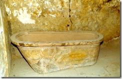 3queens-bath-tub. In: http://worldphotos2.wordpress.com/2007/10/06/greece-in-the-80spalace-of-knossos-continued/