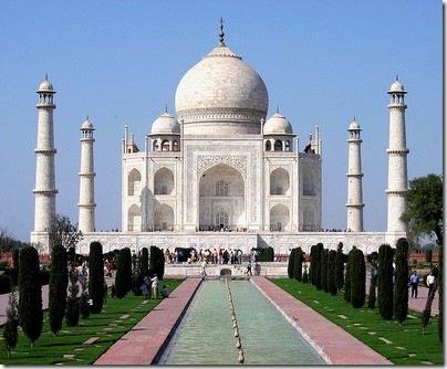 728px-Taj_Mahal_in_March_2004